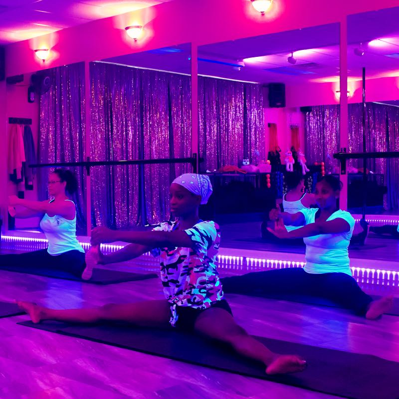 2019-1208-Classes-Fitness-Room-Black-Lights-Yoga-Mats-1270-800×800-COMPRESSED