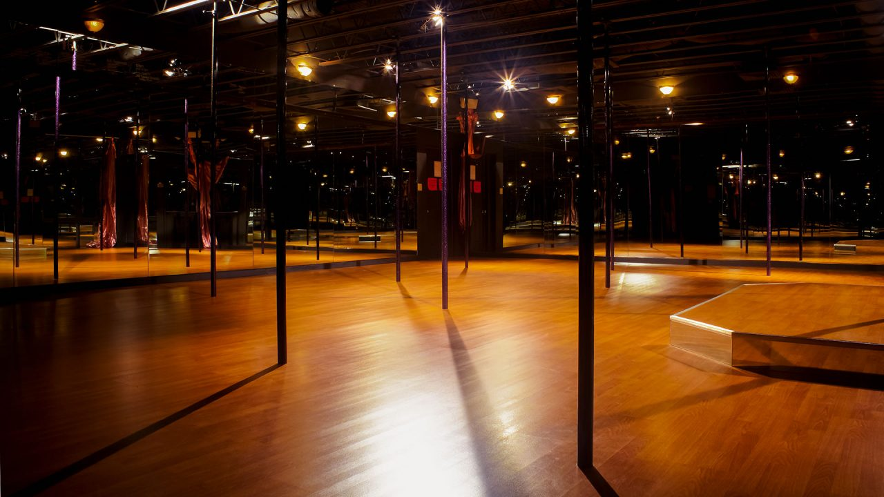 2019-1215-Twisted-Fitness-Pole-Room-Empty-7439-v2-1920×1080-COMPRESSED