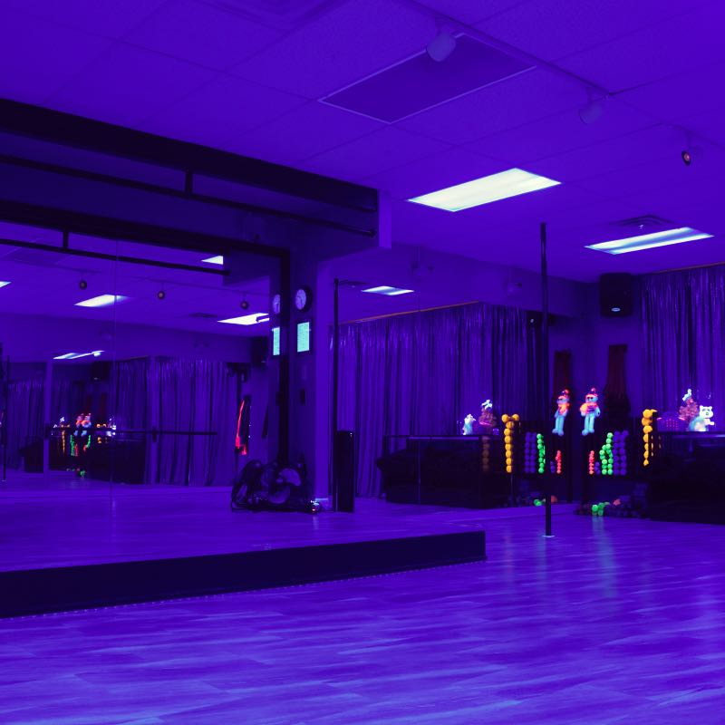2019-1222-Twisted-Fitness-Fitness-Room-Black-Lights-2672-800×800-COMPRESSED